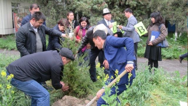 kruglyj-stol-na-temu-obsuzhdeniya-vozmozhnostej-vzaimodejstviya-regionalnogo-ekologicheskogo-tsentra-v-tsentralnoj-azii-s-npo-v-kyrgyzskoj-respublike